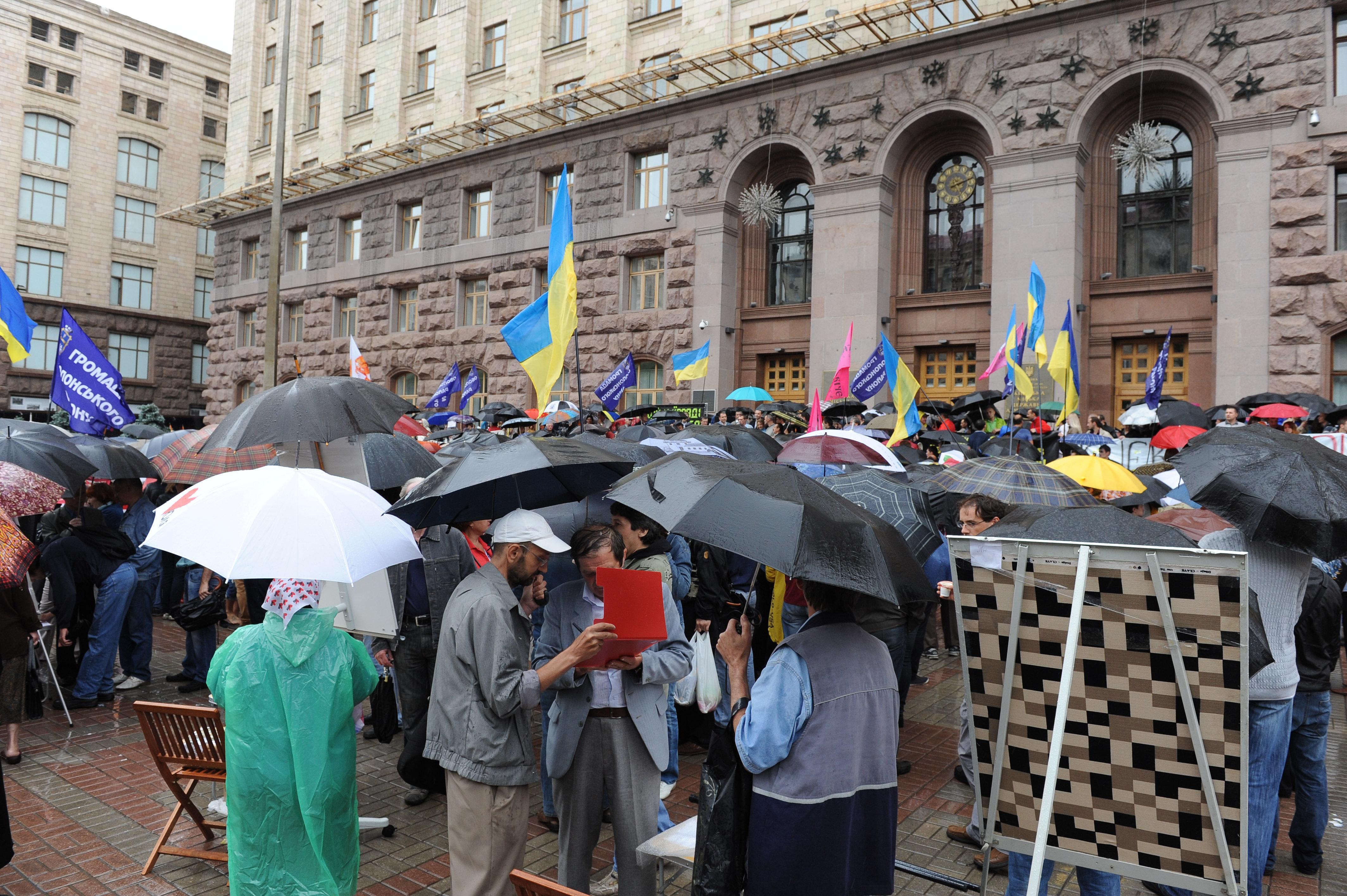 Сегодня утром под зданием киевской