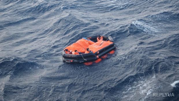 В Охотском море продолжилась спасательная операция: судьба тринадцати рыбаков пока неизвестна