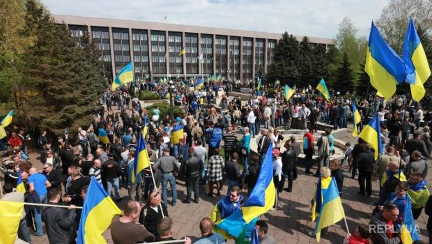 У Луганській області мешканці на акціях протесту вимагають від окупантів покинути Україну