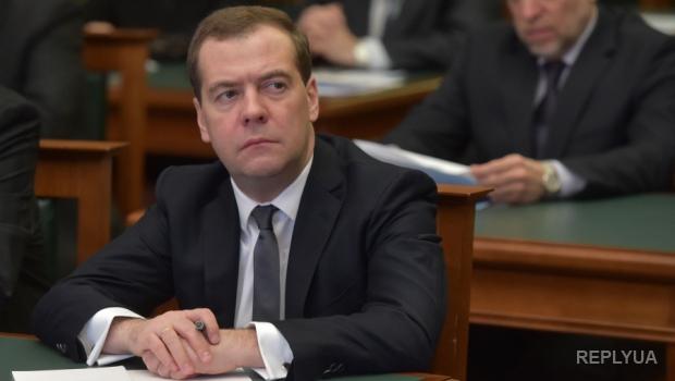 Медведев собрался наказывать Запад за арест российских активов
