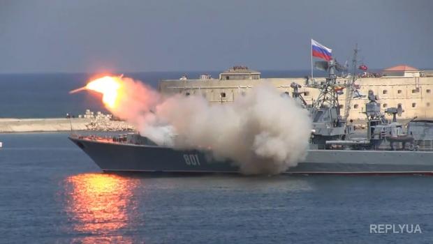 В Севастополе на Дне ВМФ РФ ракета при запуске развалилась на части
