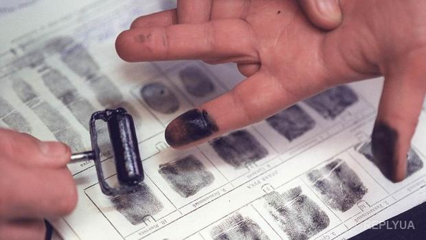 В Крыму у всех граждан берут отпечатки пальцев