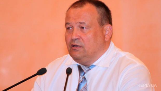 В Одессе депутата засунули в мусорный бак и покрыли мукой и зеленкой