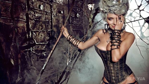 Надя Мейхер решила шокировать фанатов откровенными снимками, сделанными несколько лет назад