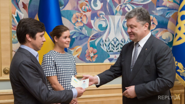 Паспорт Марии Гайдар не дает покоя россиянам