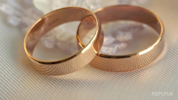 Китаец купил невесте кольцо, оплату за которое подсчитывали полдня