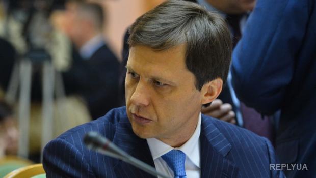 Скандальный экс-министр грозит судом Яценюку