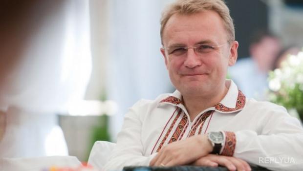 Львовская общественность обругала Садового за «сомнительные сделки» с Лукашенко