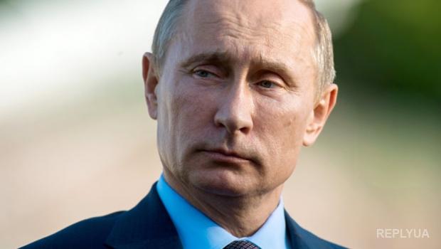 Российский офицер передал свои награды Путину