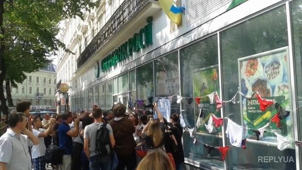 Во Львове требуют закрыть три отделения российских банков