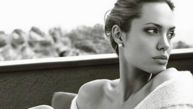 Анджелина Джоли отказывается говорить о смертельном недуге и причинах болезненной худобы