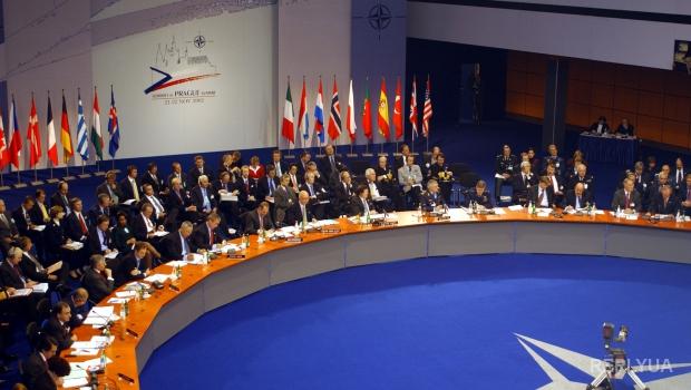 Яценюк подписал распоряжение о создании представительства НАТО в Украине