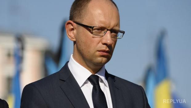Яценюк дал указание узнать, почему нефть дешевеет, а бензин нет