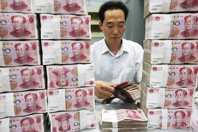 Китайский юань стремительно падает
