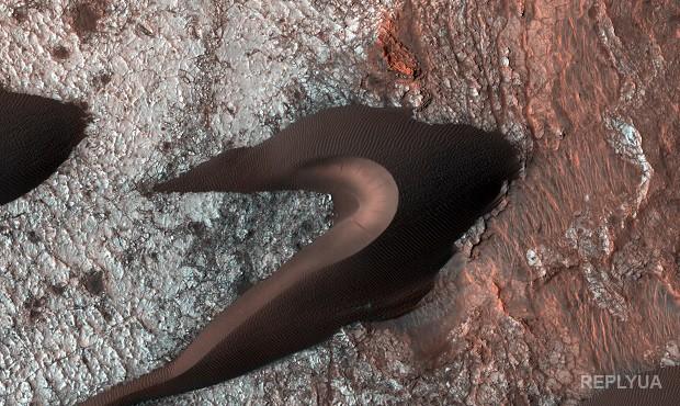 Агентство NASA показало фотографии  движения дюн наМарсе