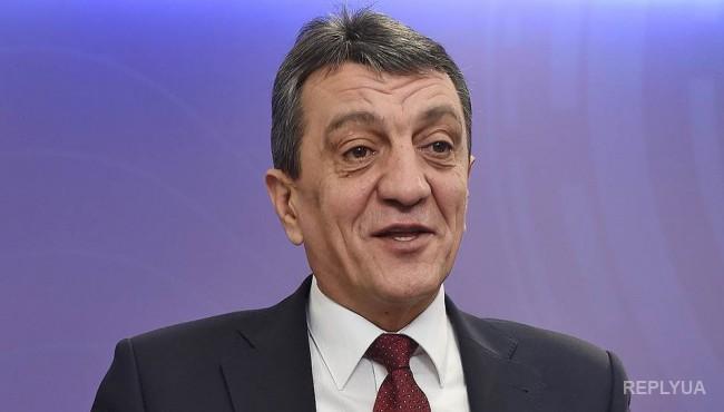 Меняйло решил спасать крымских дальнобойщиков