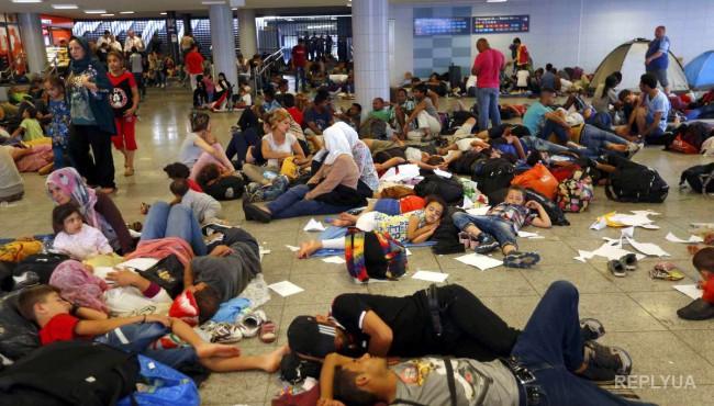 Мигранты, прибывшие в Германию, устраивают потасовки между собой