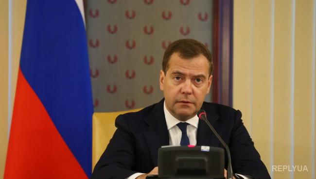 Медведев ввел «экстренные» санкции и спецмеры против Турции