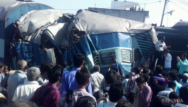 Крупное ДТП в Индонезии – поезд столкнулся с микроавтобусом