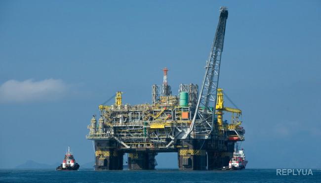 В Азербайджане горит нефтяная платформа: десятки людей пропали без вести