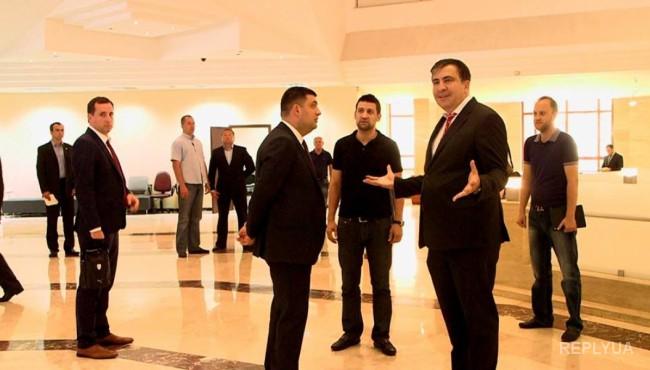 Базар: Гайдар, Боровик, пара снесенных заборов, дорогущий центр админуслуг – все успехи Саакашвили?