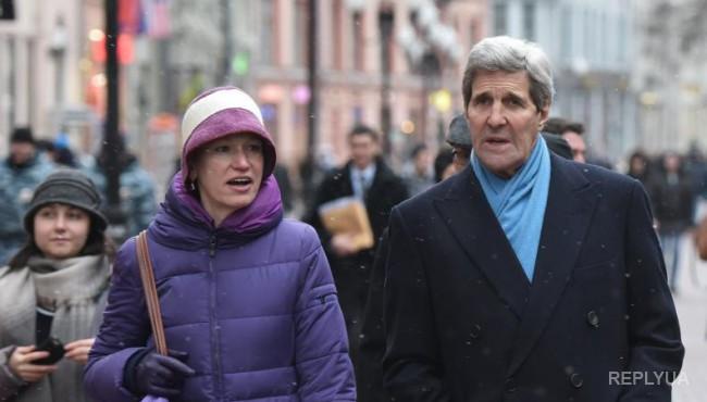 Джон Керри прогулялся по Арбату и потратил 35 тысяч на сувениры - фото