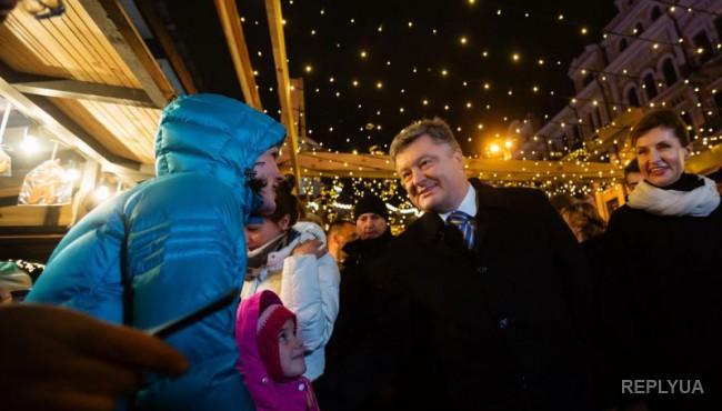Семья Порошенко посетила киевскую ярмарку новогодних сувениров