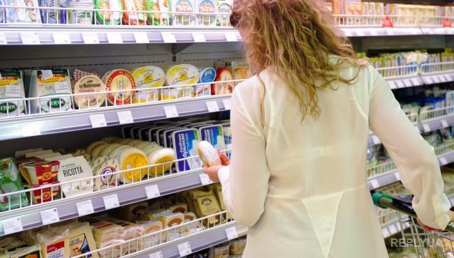 Россияне начали покупать самые дешевые продукты