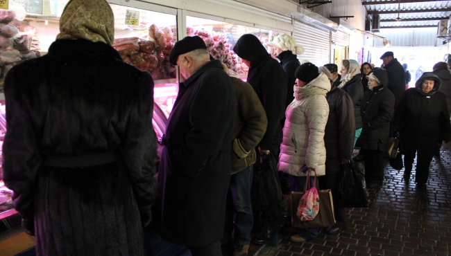 Фоторепортаж уходящего года: как киевляне готовятся к празднику?