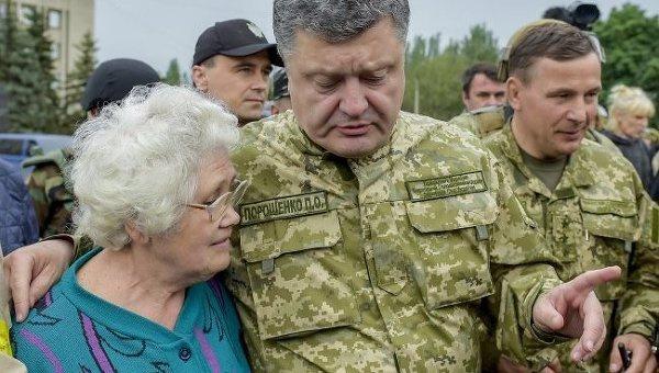 Порошенко: с начала военного конфликта 120 тысяч человек получили удостоверения участника боевых действий
