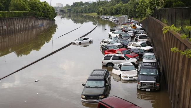 Наводнения в Соединенных Штатах привели к гибели десятков людей