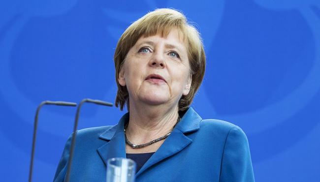 У Меркель потребовали отменить санкции против России