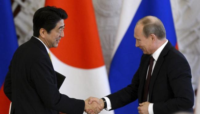 Японский премьер одобрил действия Путина в Сирии