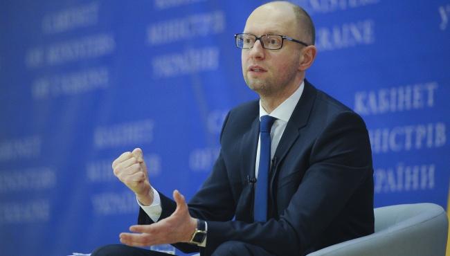 Яценюк потребовал перерасчета тарифов украинцам, живущим в холодных домах