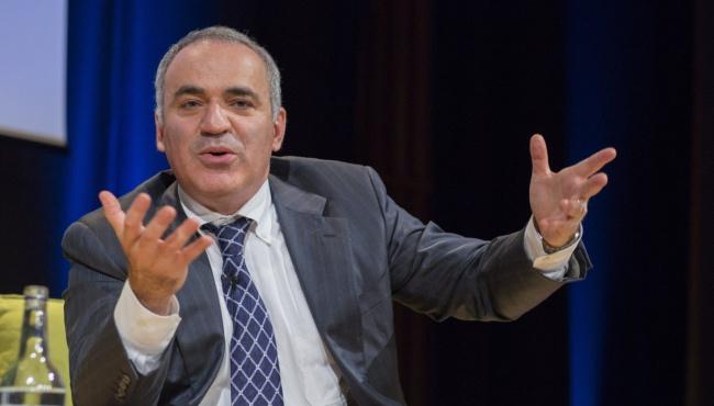 Шендерович: Кремль начал травлю Гарри Каспарова