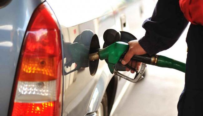 На заправках Польши резко дешевеет бензин, Украины такие новости не касаются