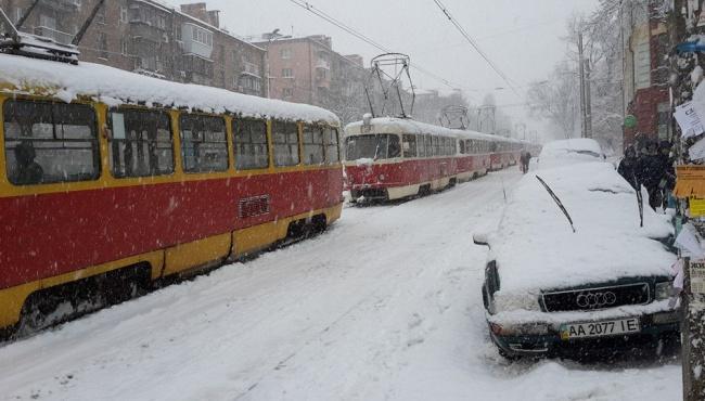 В Гидрометцентре предупредили о снежном шторме и гололедице