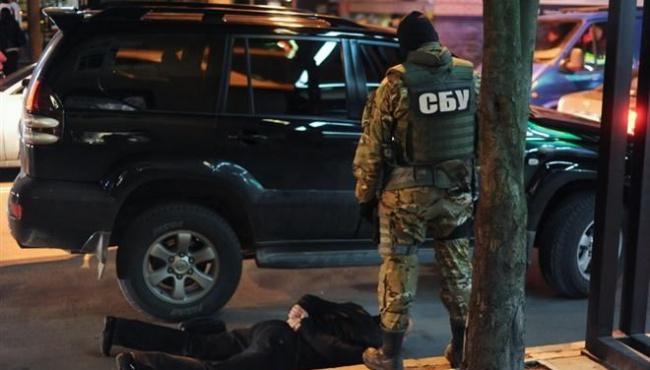 СБУ задержала майора и полковника полиции вместе со взяткодателем