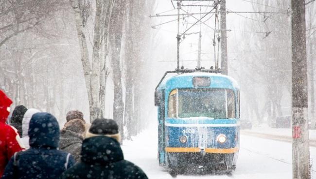 Снегопад в Одессе парализовал город
