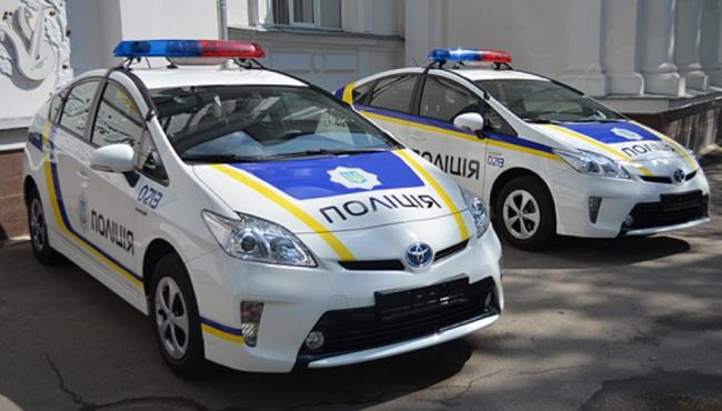 Неадекватная киевлянка покусала полицейского при задержании
