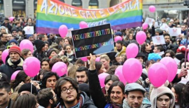 В итальянских городах многочисленные «розовые» митинги