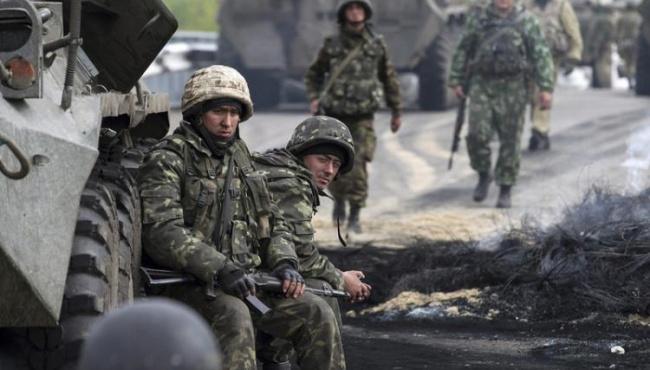 В Марьинке ранен военный, обстрелы усиливаются