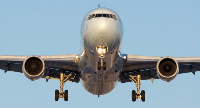 Американский лайнер совершил экстренную посадку из-за «страшного вируса», подкосившего экипаж