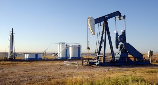 Торги начинаются с падения цен на нефть
