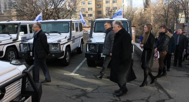 ЕC передала в Украину 20 бронированных автомобилей Mercedes - фото