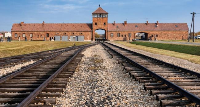 Выжившие в Освенциме евреи требуют с Венгрии миллиарды долларов