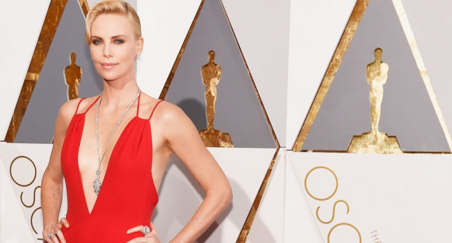 Премия Оскар знаменитости удивляли вызывающими декольте и яркими нарядами