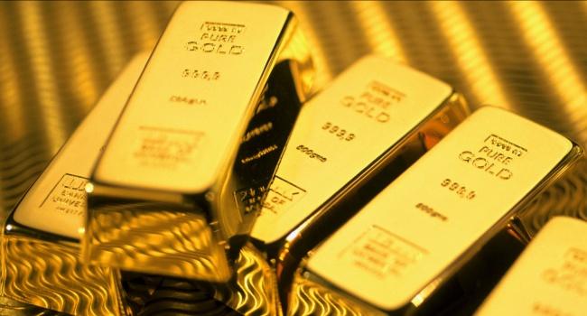 Стоимость золота начинает падать на фоне подорожания доллара