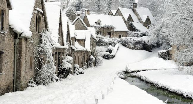 На севере Великобритании не прекращается снежная буря