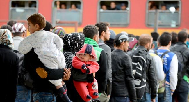 Власти Швеции отказались платить пособия мигрантам
